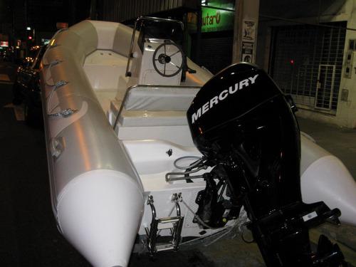 kiel 4,6 matrizado con 30 hp 4 tiempos atencion tiene 750cm