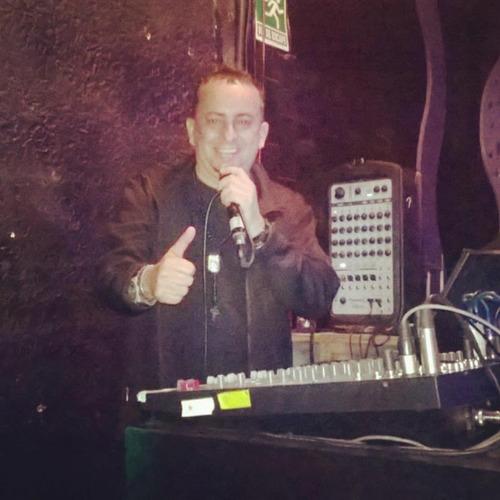 kike show latino.....cantante -animador - dj