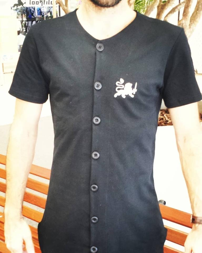 96d3f2e39 Kit 1 Camiseta Masculina Back Whait E 1 Calça Preta Rasgada - R  240 ...