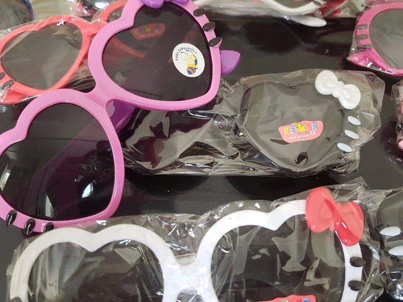 11c9d007fe92d kit 10 óculos infantil sol modelo coração com laço atacado. Carregando zoom.