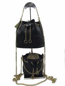4d2a6969f Réplicas De Bolsa Chanel Preta Com Corrente Dourada - Bolsas Azul marinho no  Mercado Livre Brasil