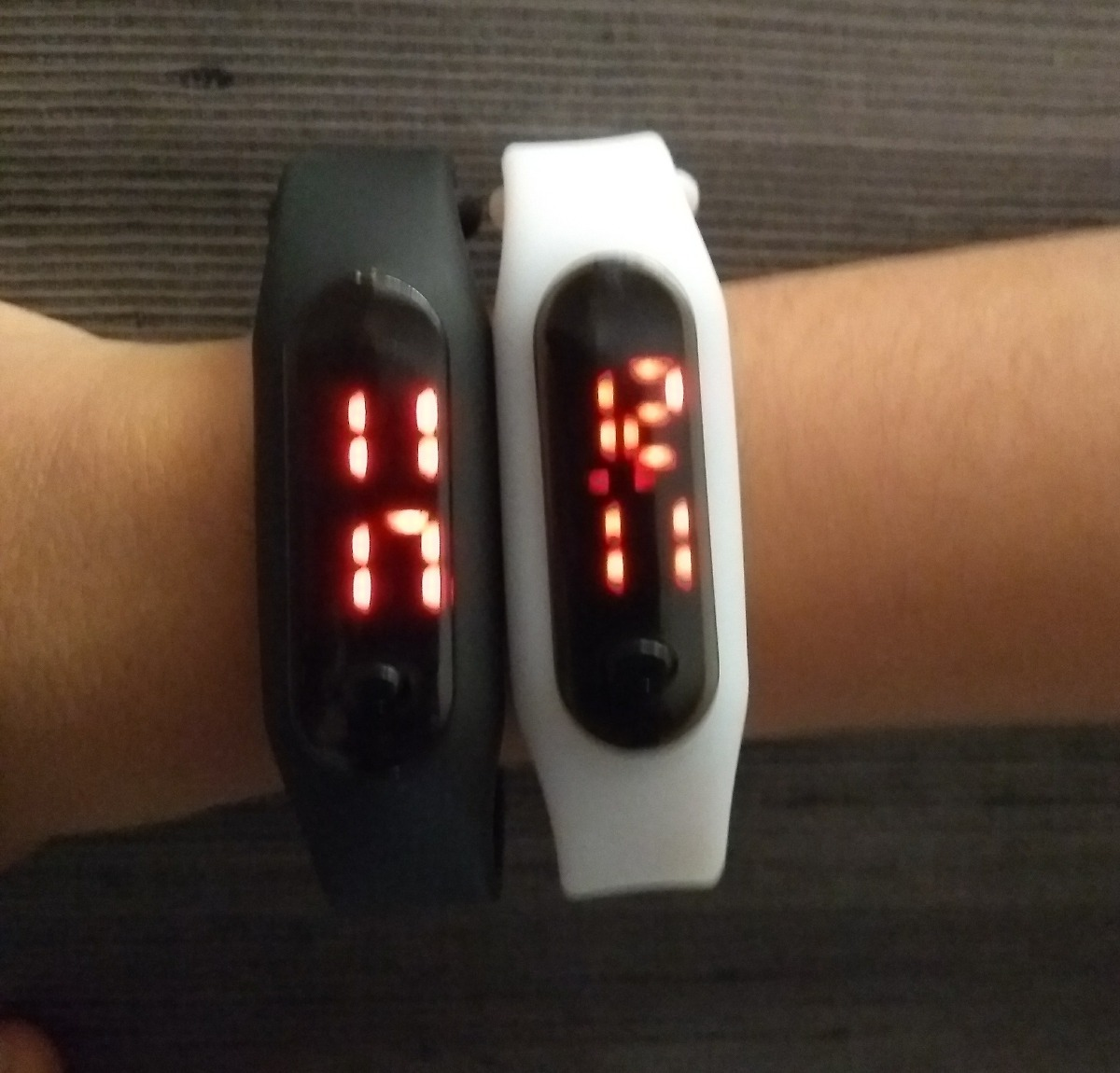 40f1c63a4d8 kit 2 relógios digital led pulseira silicone sport. Carregando zoom.