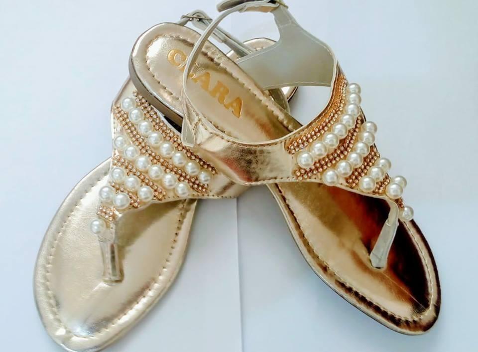 3ab671fb0d kit 2 sandália feminina rasteira rasteirinha strass pérola. Carregando zoom.