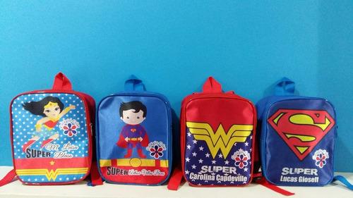 kit 35 mochilinhas e 35 squeezes personalizados