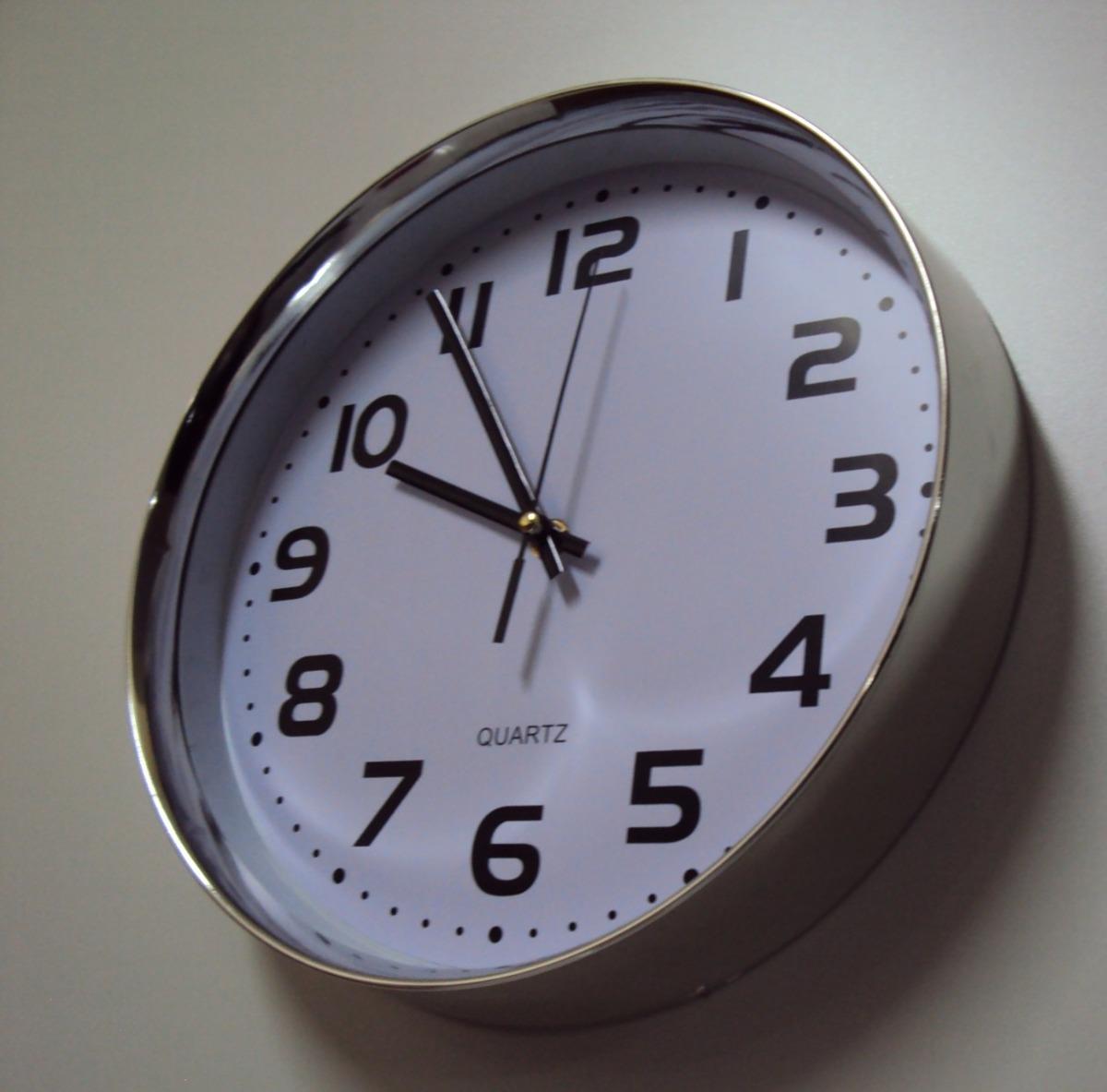 b91c0850104 kit 4 relógio d parede fuso horário cromado 29cm d 160 cm. Carregando zoom.