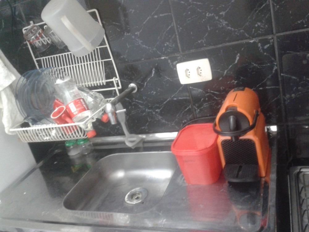 kit ampla mobiliada no metrô santa cecília com vista livre