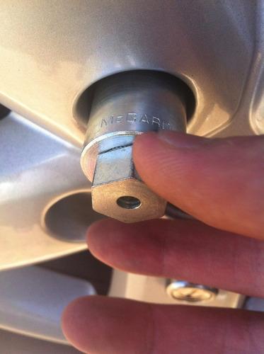 kit anti-furto mcgard p/ rodas e estepe - gm cobalt