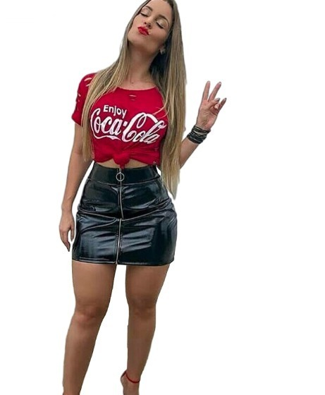 8147ca2c7 Kit Blusa Coca Cola Furada Saia Curta Vinil Ziper Feminina - R  67 ...