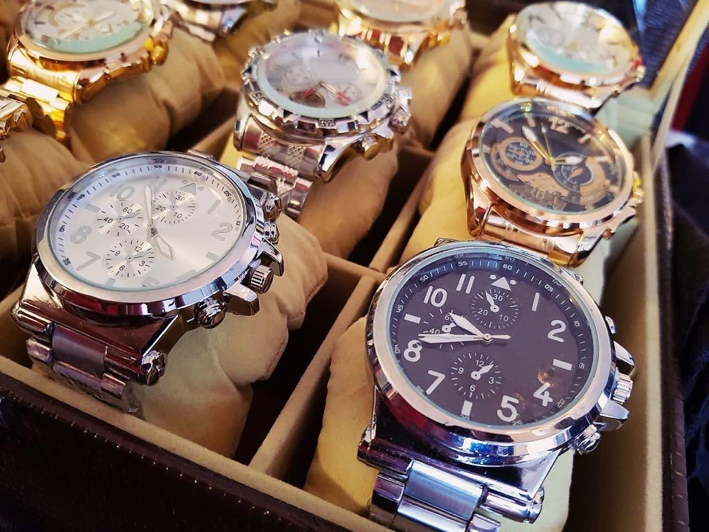 913c035a862 Kit C  10 Relógios Masculinos Aço Atacado + Caixas E Bateria - R  185