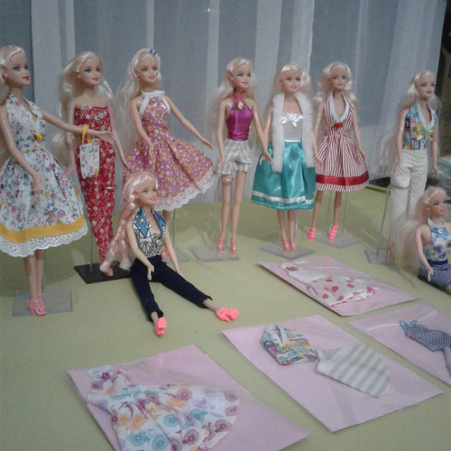kit c/ 20 roupinhas roupas para boneca barbie frozen  oferta