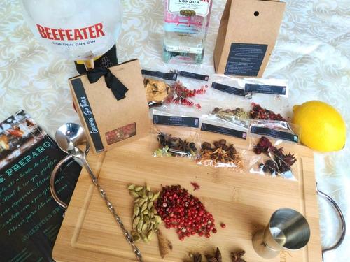 kit caixa de especiaria para gin tônica com sachês (7 unid.)