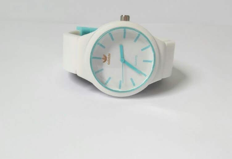 780a615bd67 Kit Com 10 Relógios Femininos adidas Importado Para Revenda - R  144 ...