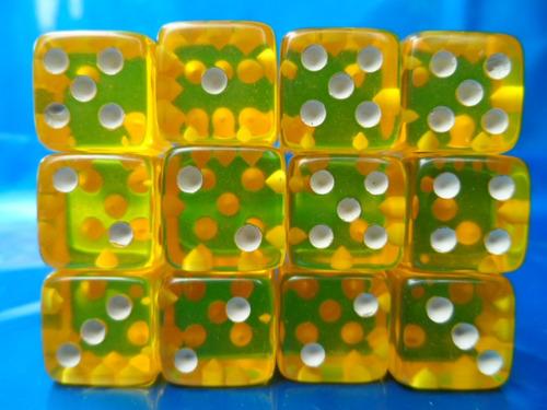 kit com 12 dados de 6 lados 16mm  amarelo translucido