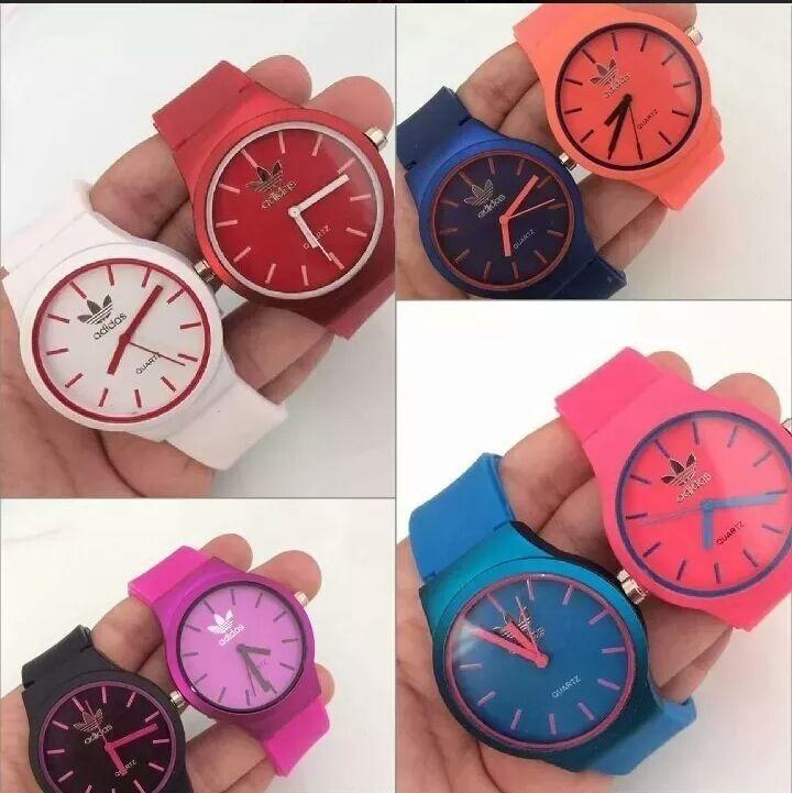 4d8f47662fc Kit Com 12 Relógios Feminino Silicone Atacado Lote Revenda - R  130 ...
