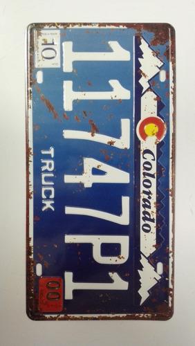 kit com 14 placas de carro decorativas em aço alto relevo