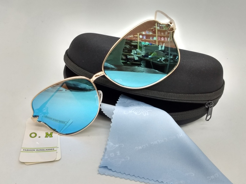 7e22ae3037986 Kit Com 15 Óculos De Sol Feminino E Masculino C estojo - R  229