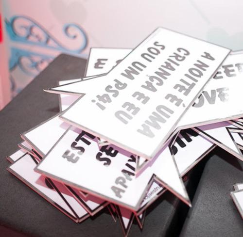 kit com 24 unidades de placas divertidas frase personalizada