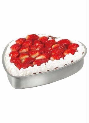 kit com 3 formas de bolo no formato de coração