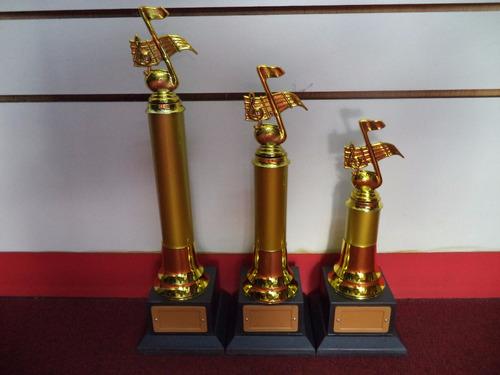 kit com 3 troféus de música (41 cm.-35 cm.- 29 cm.)