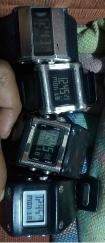 kit com 4 relógios nike série wc originais.