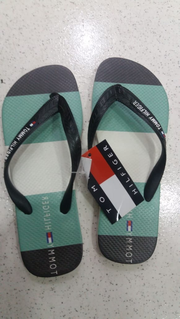 57dce74cc0 kit de chinelo tommy hilfiger 3 pares. Carregando zoom.