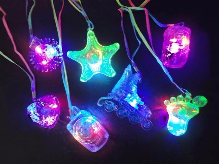 13e73707b Kit Festa Balada Neon-brilha No Escuro-100un. Colares Piscas - R ...