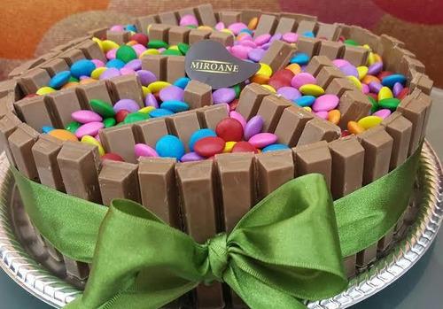 kit festa com bolo, salgado, doces e refrigerantes!