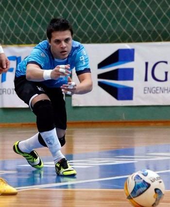 3c8d348647b1f Kit Goleiro Futsal Profissional Joelheira Luva Penalty Max - R  189 ...