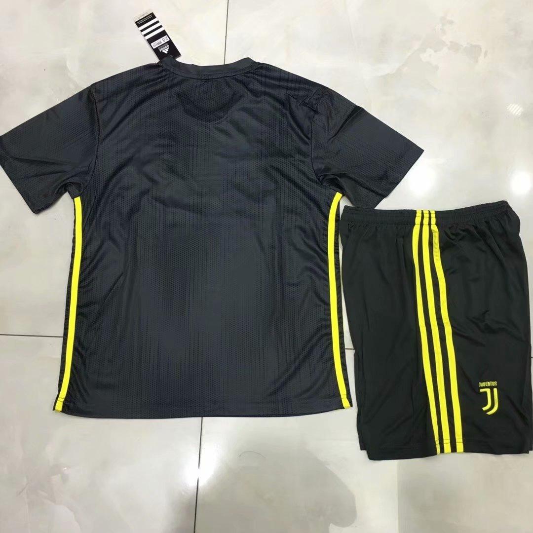 1179653960 Kit Infantil Camisa E Short Juventus Iii - Ronaldo, Dybala - R$ 159 ...