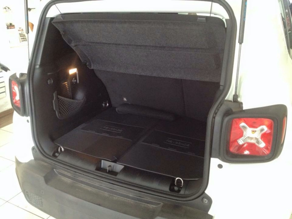 Kit Jeep Renegade Tapete Porta Malas + Frisos + Soleiras ...