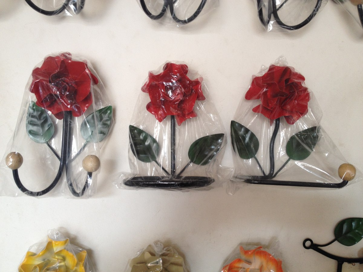 Kit Para Banheiro Em Ferro Decorado Com Flores  R$ 58,99 em Mercado Livre -> Banheiro Decorado Flores