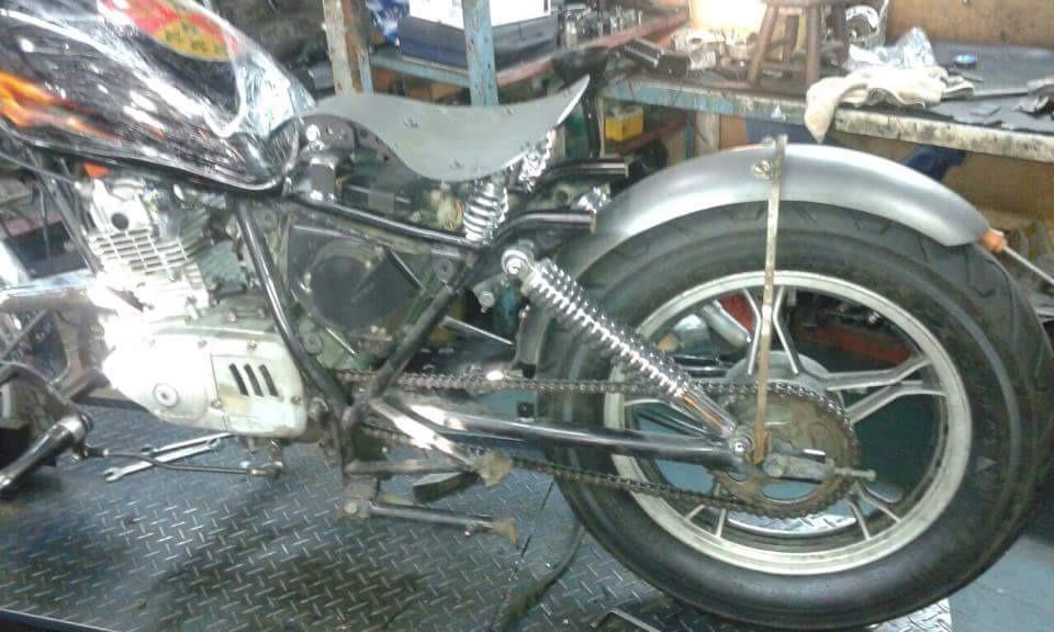Kit Paralama Bobber 70cm + Hastes Grampo Suzuki Intruder 125