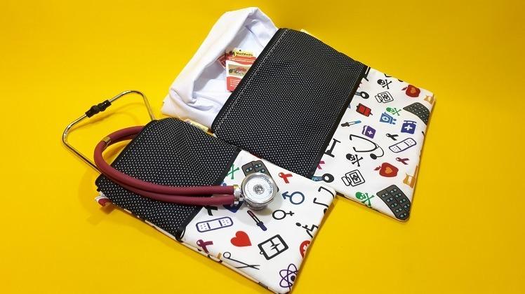 f90c2eb45c52a4 Kit Porta Jaleco + Porta Estetoscópio 100% Algodão- Medmedic