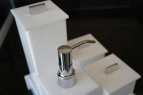Kit Para Banheiro Em Acrílico : Kit potes em acr?lico para banheiro branco e preto r