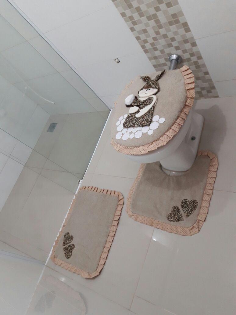 Kit Para Banheiro Decorado : Kit tapetes banheiro decorado artesanal pink preto avel?