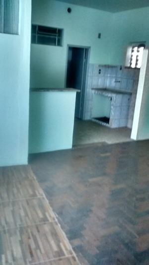 kitinet com 02 quartos, sala, cozinha, banho e área de serviço. excelente localização. - 1846