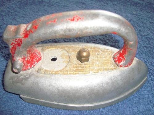 km67 antigua plancha de juguete, de metal