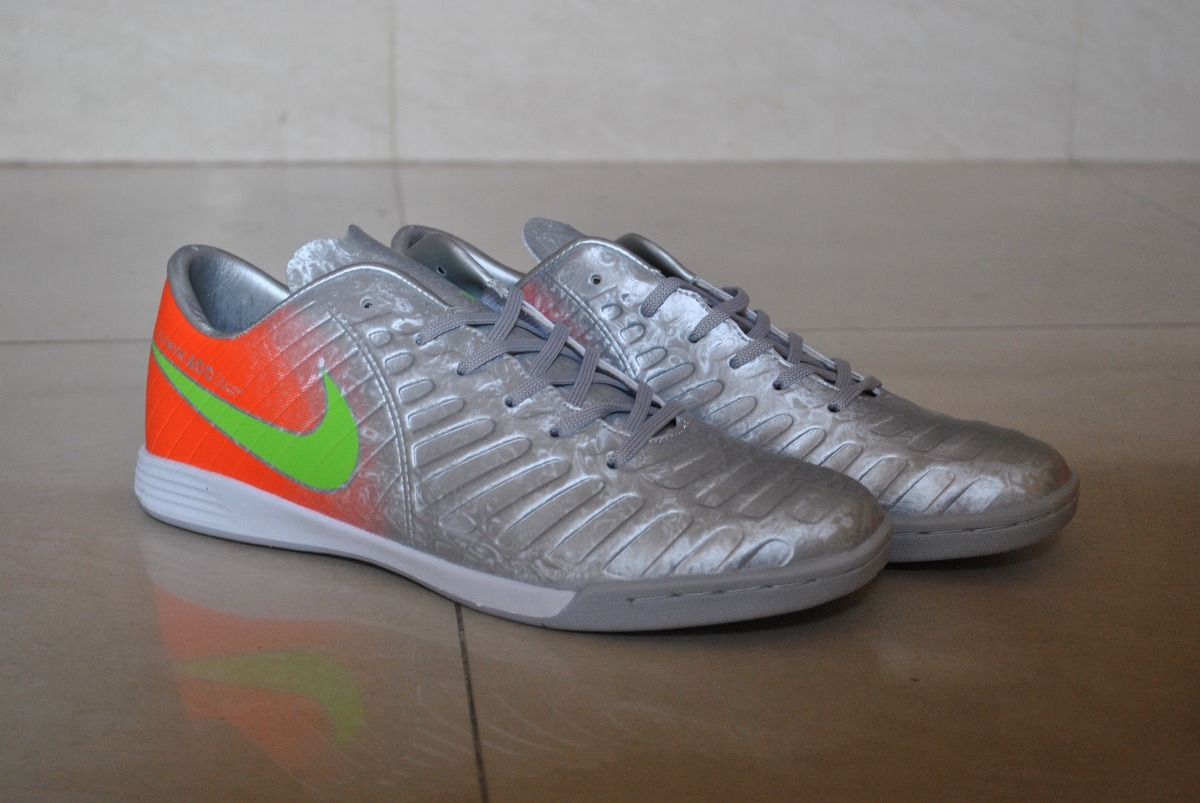 sports shoes f2f80 3f2e2 kp3 zapatos de futbol sala nike fly wire plata caballeros. Cargando zoom.
