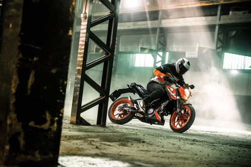 ktm 200 duke financiada  calle naked urquiza motos
