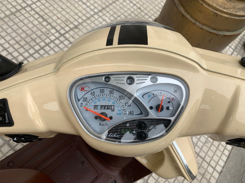 kymco like 125 2500km + casco + cadena