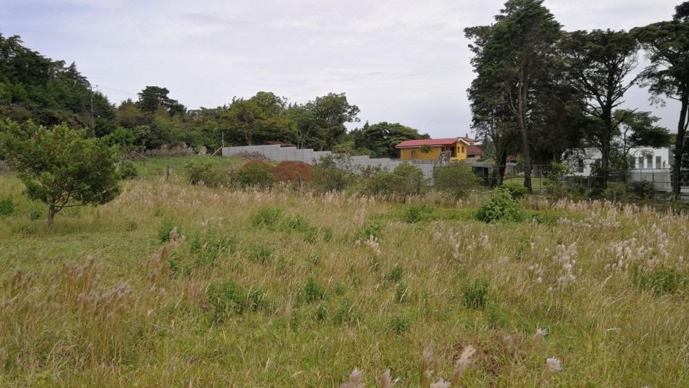 l-31 lote 2.000 m2, plano, en residencial el castillo
