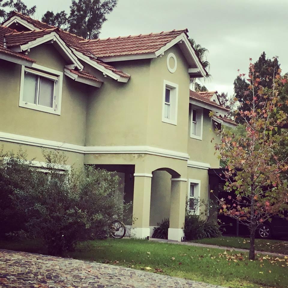 la caballeriza muy linda casa 4 dorm, dep. jardín, pileta