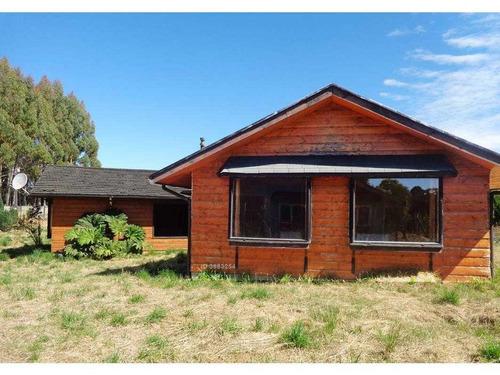 la casa se encuentra ubicada a 3kms. hacia el poniente pasado el aeropuerto el tepual