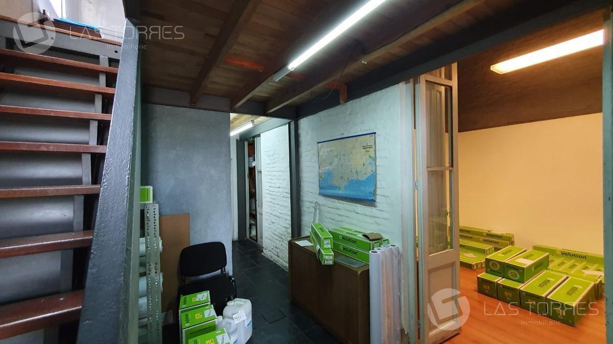 la comercial - casa en ph. 3 ambientes, entrepiso de 15m2. azotea