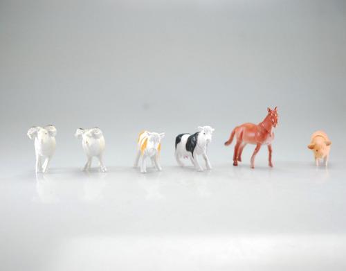 la granja cerdo oveja caballo vacas animales plásticos