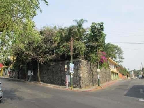 la pradera casa sola sobre avenida transitada.