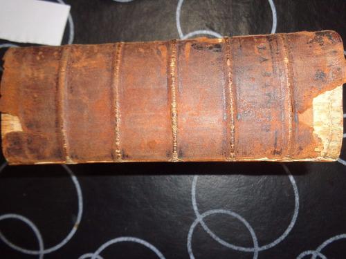 la sainte bible qui contient le vieux y le nouveau testament