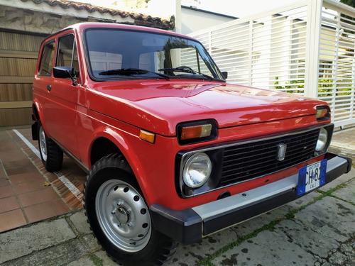 lada niva 4x4 1.6  antiguo y clásico 1981