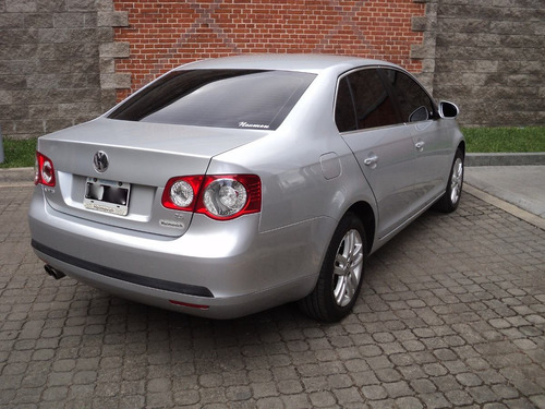 lamercedpilar, volkswagen vento adv mt 2.5 2009, gris