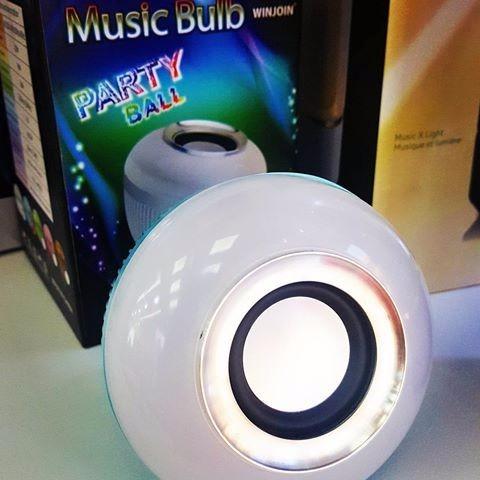 Lampada Led 6w Rgb Caixa Som Bluetooth 2 Em 1 Mp3 Music